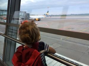 Auf dem Airport machen die Kleinen große Augen
