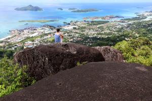 Seychellen: Fernblick von den Granitfelsen