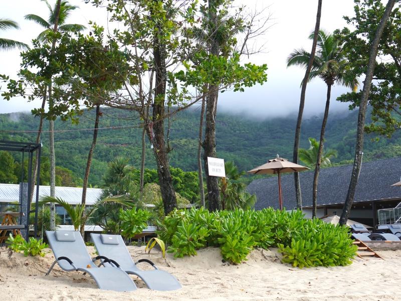 Seychellen Am Strand liegen