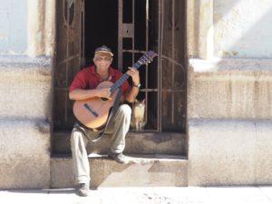 Mann-mit-Gitarre