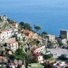 Italien: Paradiesische Strände von fünf Meeren umgeben