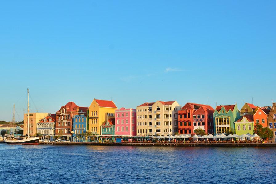 Curacao, Willemstad, Condor Ziel, bunte Häuser