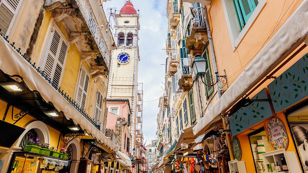 Einkaufsstrasse in Kerkyra in Korfu