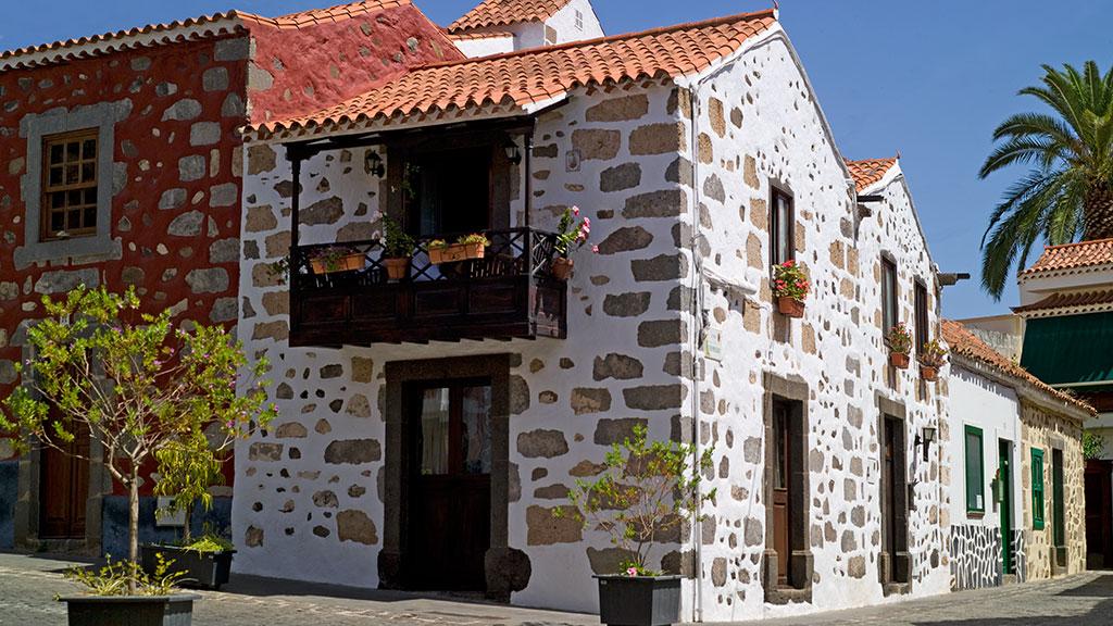 Historische Steinhäuser in Santa Brigida
