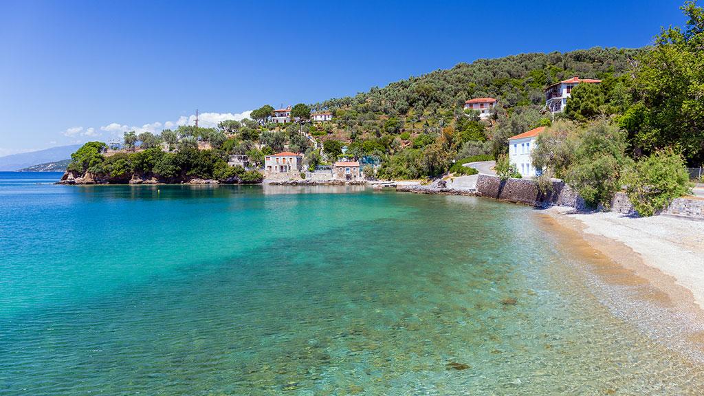 Blick auf kleinen Strand von Milina im Pilion