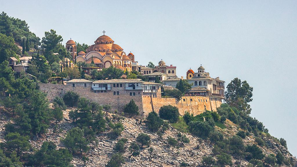 Blick auf Kloster Archangelou auf Thassos, Griechenland Guide