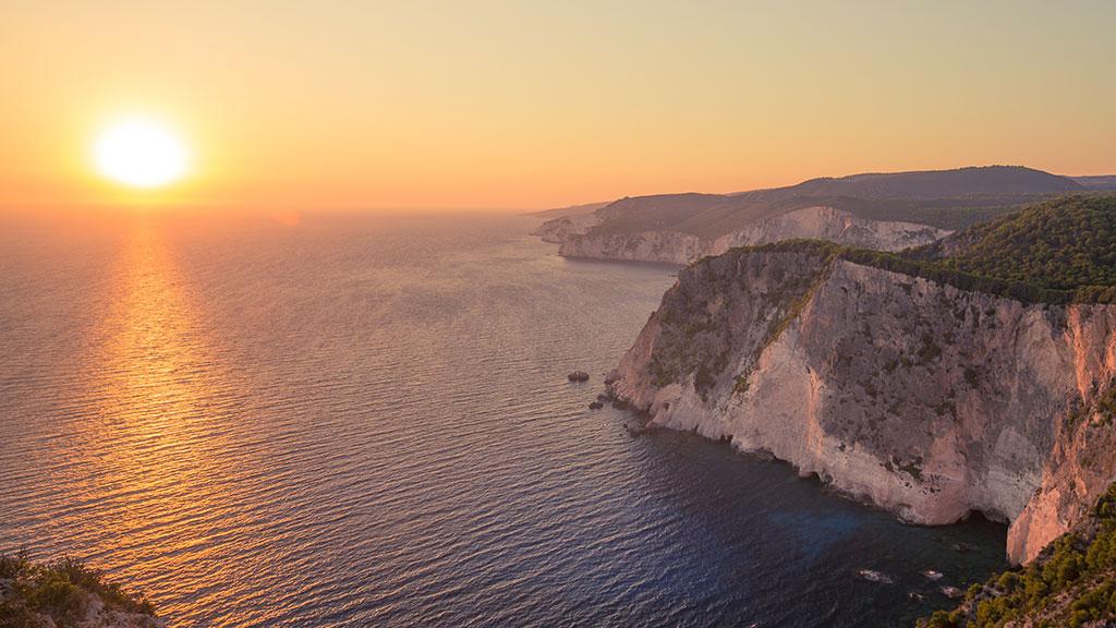 Blick von Keri auf Küste bei Sonnenuntergang. Zakynthos