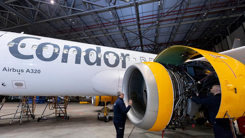 Condor B767 wird in Condor Technik Halle gewartet
