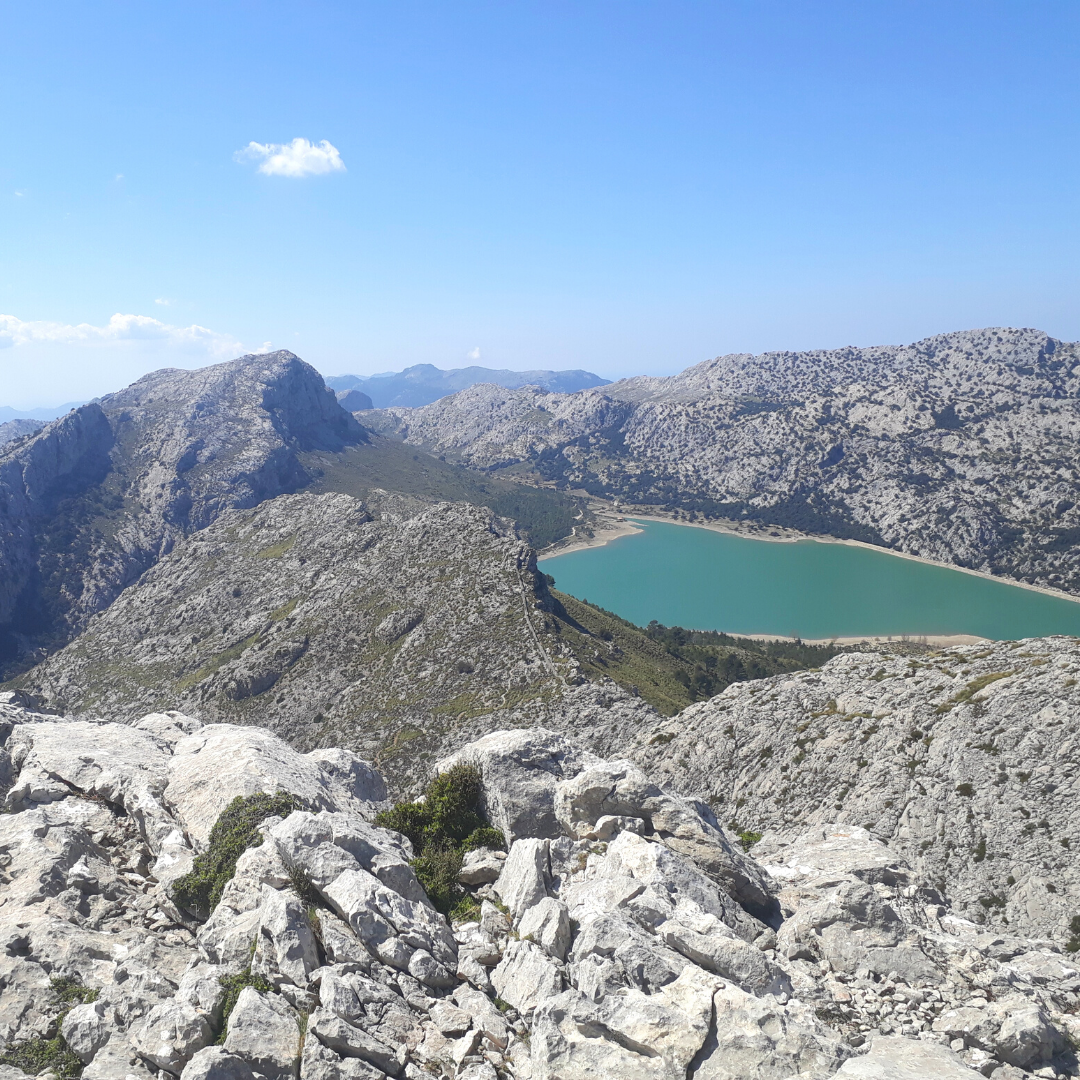 Bergwelt auf Mallorca mit Bergsee