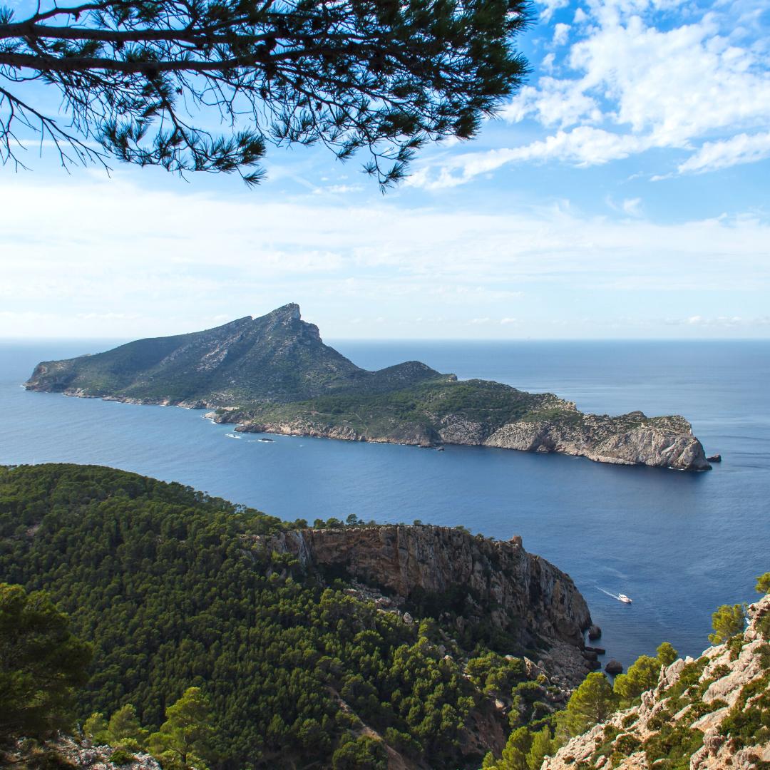 Blick auf kleine Insel vor Mallorca
